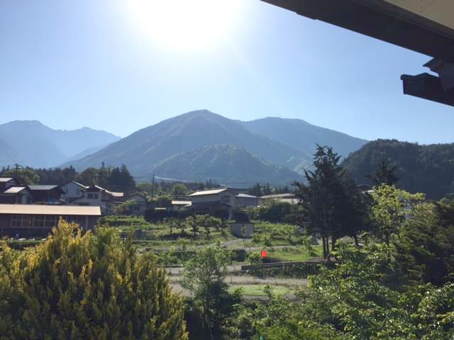 一斉に緑が芽吹いた木曽の山