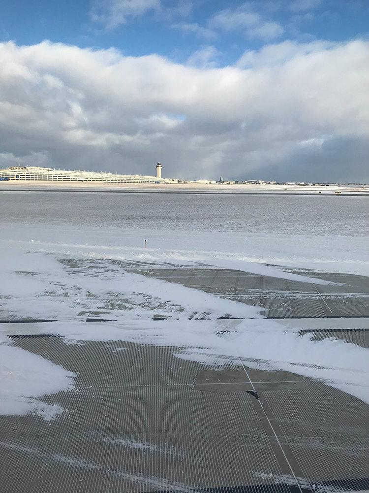 デトロイト空港到着