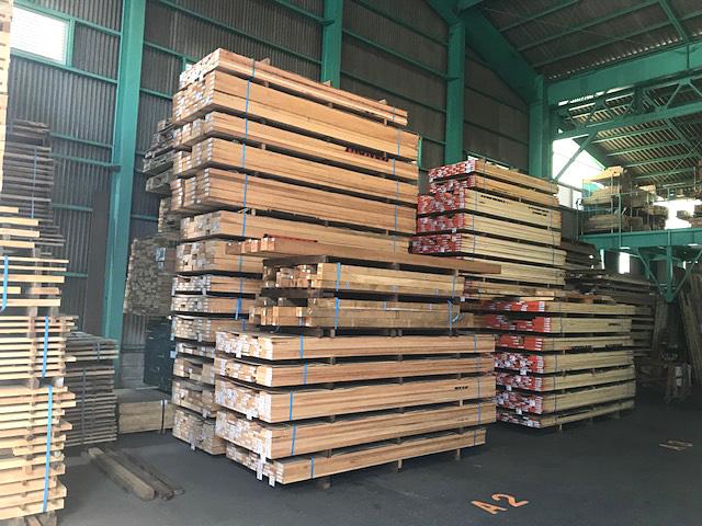 無垢木材 - 豊富な在庫
