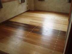 床面(木製フローリング)